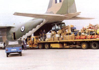 Φόρτωση της ανθρωπιστικής βοήθειας για το Κολουέζι του Κονγκό στο στρατιωτικό αεροδρόμιο της Ελευσίνας
