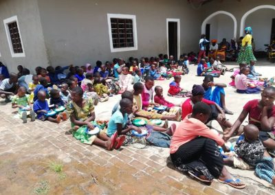 Διανομή συσσιτίου στο Κινταμάλι της Κεντρ. Τανζανίας