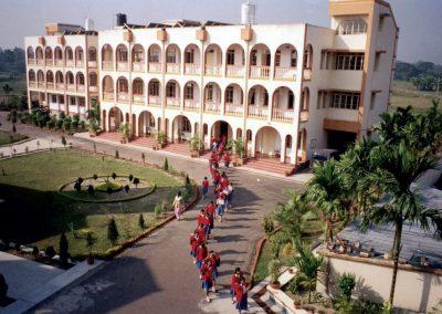 Το Ορφανοτροφείο Θηλέων στην Καλκούτα των Ινδιών, που χρηματοδότησε κατά το ήμισυ ο Ι. Σύνδεσμος