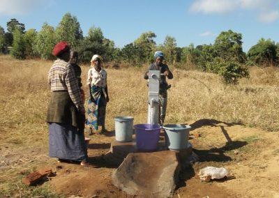 Άρδευση νερού για τα κηπευτικά στο Μαλάουι