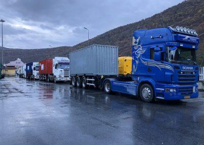 Μίσθωση τεσσάρων container για τη μεταφορά της βοήθειας στο Δυρράχιο