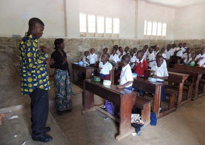 Σίτιση των μαθητών των σχολείων του Κολουέζι στο Κονγκό