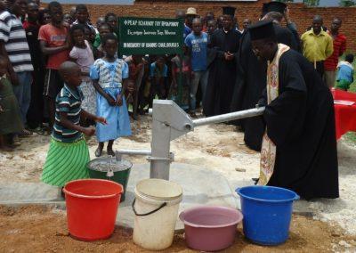 Όρυξη πηγαδιού στο Γκούμπο του Μαλάουι