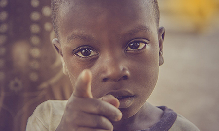 Τα παιδιά του τρίτου κόσμου δεν ζητούν τη βοήθεια σου, πεθαίνουν γι' αυτήν!