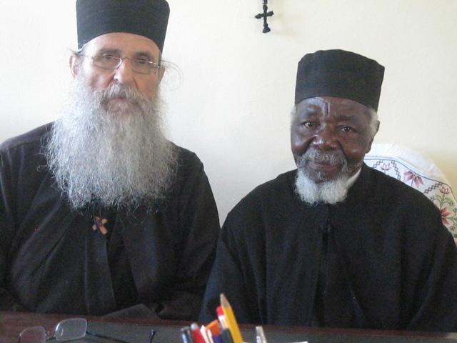 Ο π. Λάζαρος με τον μοναχό Νικόλαο Γρηγοριάτη