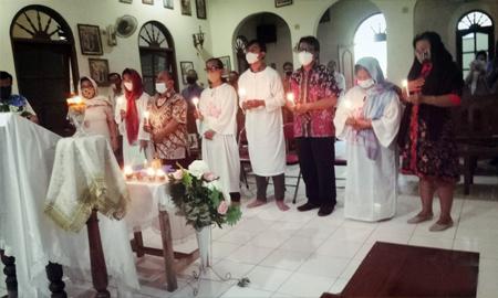 Ομαδική βάπτιση στην Ανατολική Ιάβα